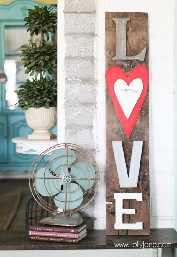 Cute-Rustic-LOVE-letters-barnwood-sign-600x870