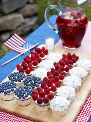 red-white-blue-cupcakes-0710-s3-medium_new