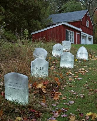graveyard-1011mld104470_vert