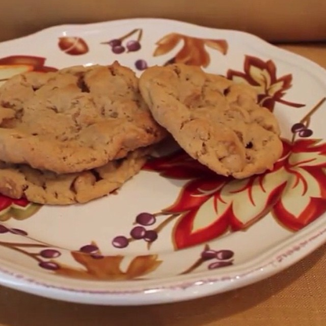 These #glutenfree peanut butter cookies are delicious!! Recipe #ontheblog today!!